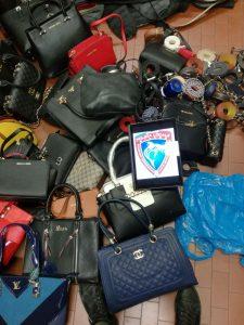 LA POLIZIA LOCALE SEQUESTRA 300 PEZZI DI MERCE CONTRAFFATTA IN ZONA DUOMO