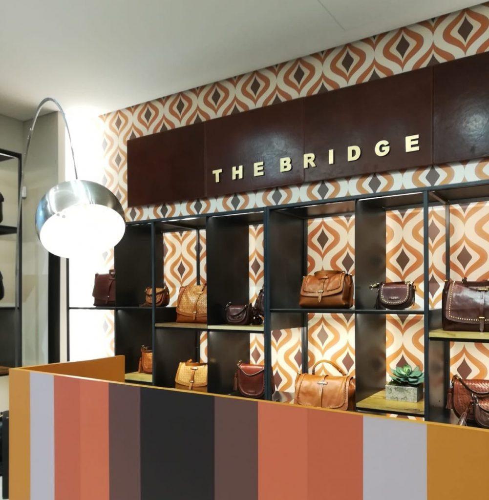 d2a5bd628b The Bridge, caratterizzato da uno stile on the road che non perde mai di  vista l'eleganza, ha presentato la Saddle Bag della collezione Callimala,  ...