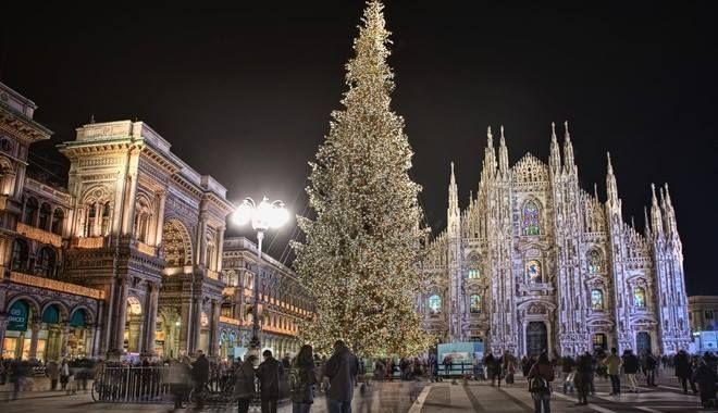 Albero Di Natale Milano.Milano Accensione Dell Albero Di Natale In Piazza Duomo La Milano Cronaca E Notizie