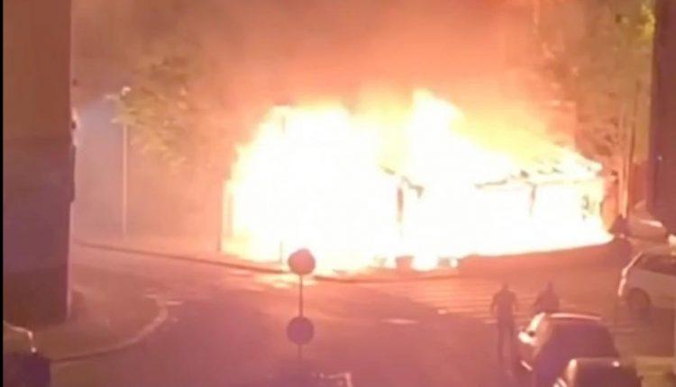 Milano, fuoco e fiamme nella notte a Sesto: due roghi e 11 auto in fiamme