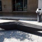 Brescia, inaugurazione della nuova panchina in marmo donata alla città