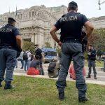 Milano, controlli nelle zona Stazione Centrale: sorpresi spacciatori tra piazza Duca d'Aosta e i Bastioni di Porta Venezia
