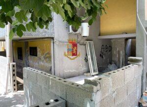 Napoli, Rione dei Fiori: sequestrati manufatti abusivi. Denunciate due donne.